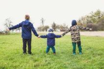 Během podzimní epidemie koronaviru (COVID-19) se ošetřovné na dítě prodlužuje po celou dobu, co budou zavřené školy. OČR se současně zvyšuje na 70% z hrubé mzdy (z redukovaného vyměřovacího základu) a minimálně 400 Kč na den. Nárok na OČR je jen u dětí do 10 roků.