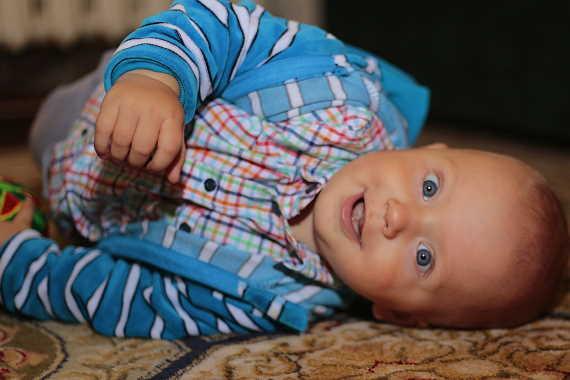 <span>OSVČ může mít nárok na mateřskou (peněžitou pomoc v mateřství), jenom pokud si platí dobrovolné nemocenské pojištění. Minimální částka je v roce 2020 ve výši 126 Kč. To by pak měl OSVČ ale jen minimální mateřskou ve výši 4 172 Kč za měsíc (za 30 dní). </span>